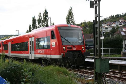 Triebzug am Bahnhof Bodman-Ludwigshafen